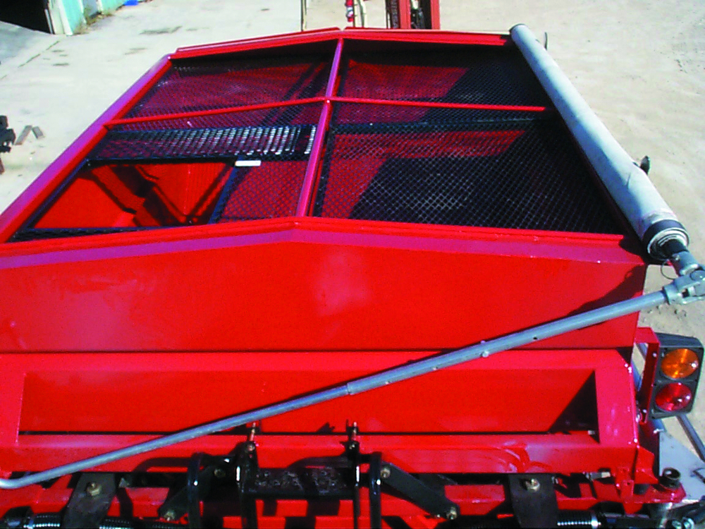 VALMAR AIRFLO 5500 PULL-TYPE FERTILIZER SPREADER