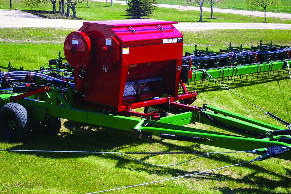 Valmar 55 Series Implement-Mount In The Field (3/8)