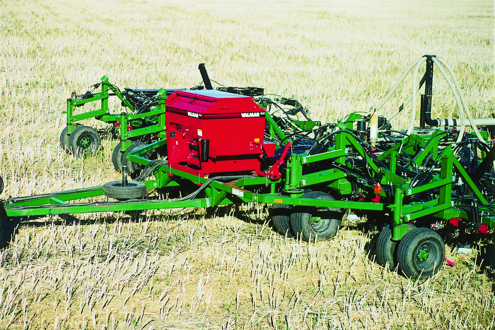 Valmar 55 Series Implement-Mount In The Field (6/8)