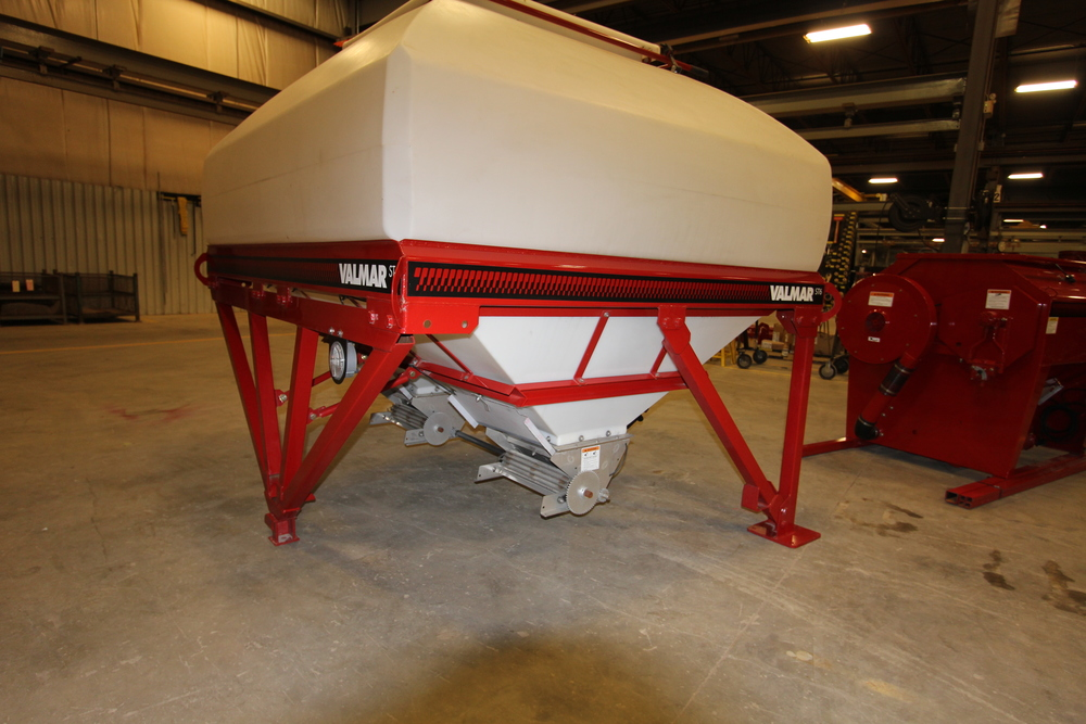 VALMAR ST-6 STRIP TILL GRANULAR FERTILIZER APPLICATOR