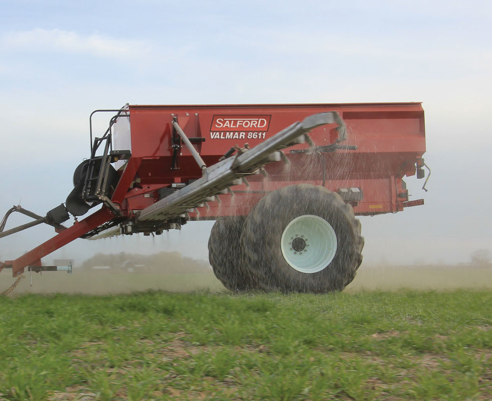 AirFlo 8600 Fertilizer Spreader (1/9)