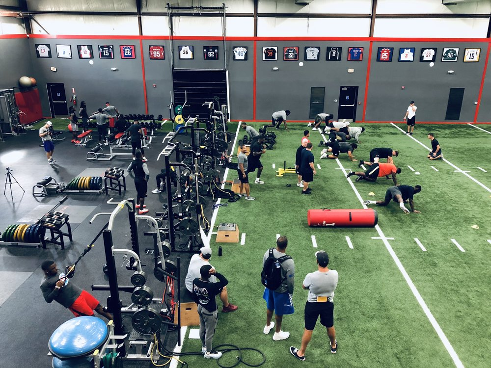 NFL Combine, Pro Day & Pre-camp Training Programs - Traction's NFL combine and pro day programs are designed to prepare athletes to make a incredible first impression with NFL teams. Our complete training & recovery packages prepare athletes for every aspect of the draft process. Pre-Camp training is for returning NFL players and players trying to prepare to make NFL rosters or practice squads.