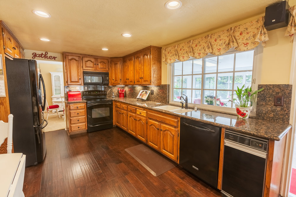 16616_Greenbrook_Cir-Kitchen_01.jpg
