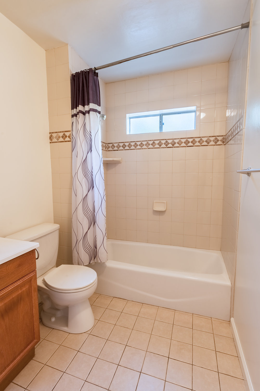 1503_E_Eleanor_St-Bathroom_02.jpg