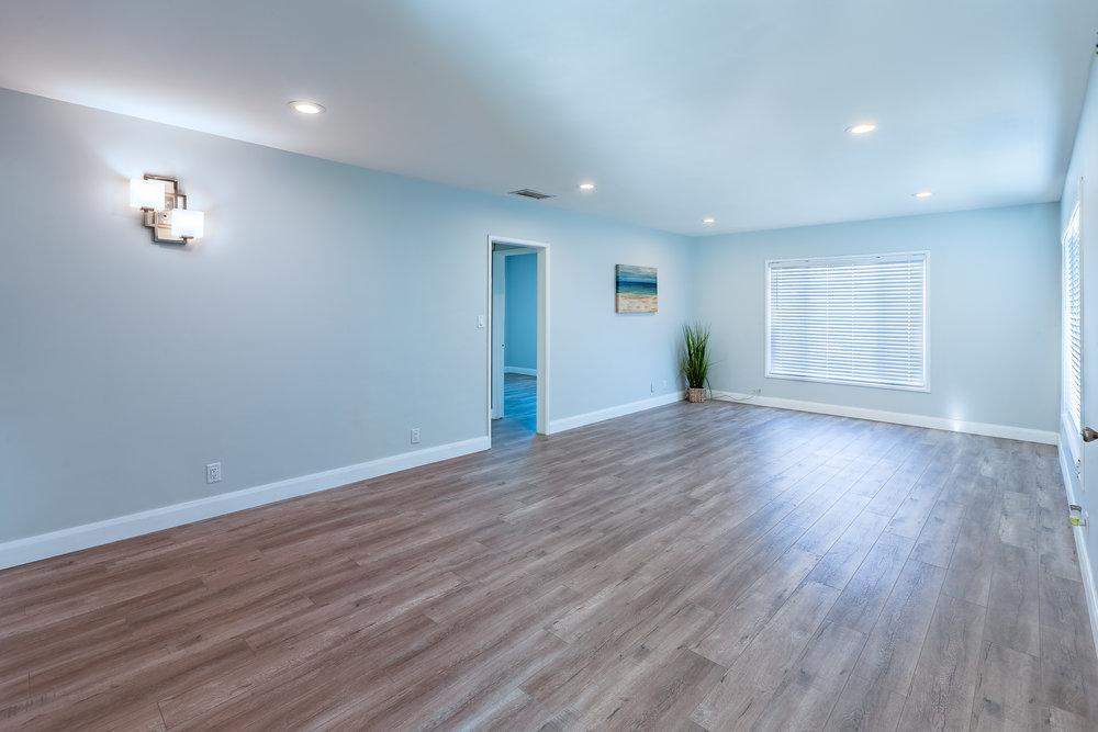 13649_Greenstone_Av-Livingroom_01.jpg