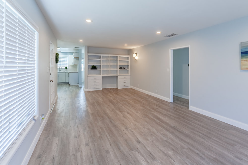 13649_Greenstone_Av-Livingroom_02.jpg