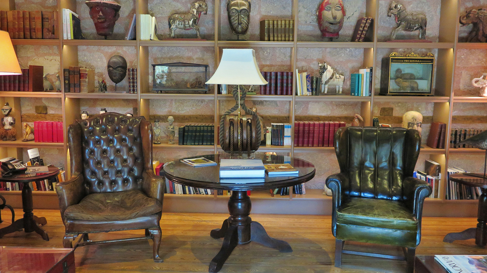 Divan Çukurhan'ın belki de en keyifli köşelerinden biri: kütüphane