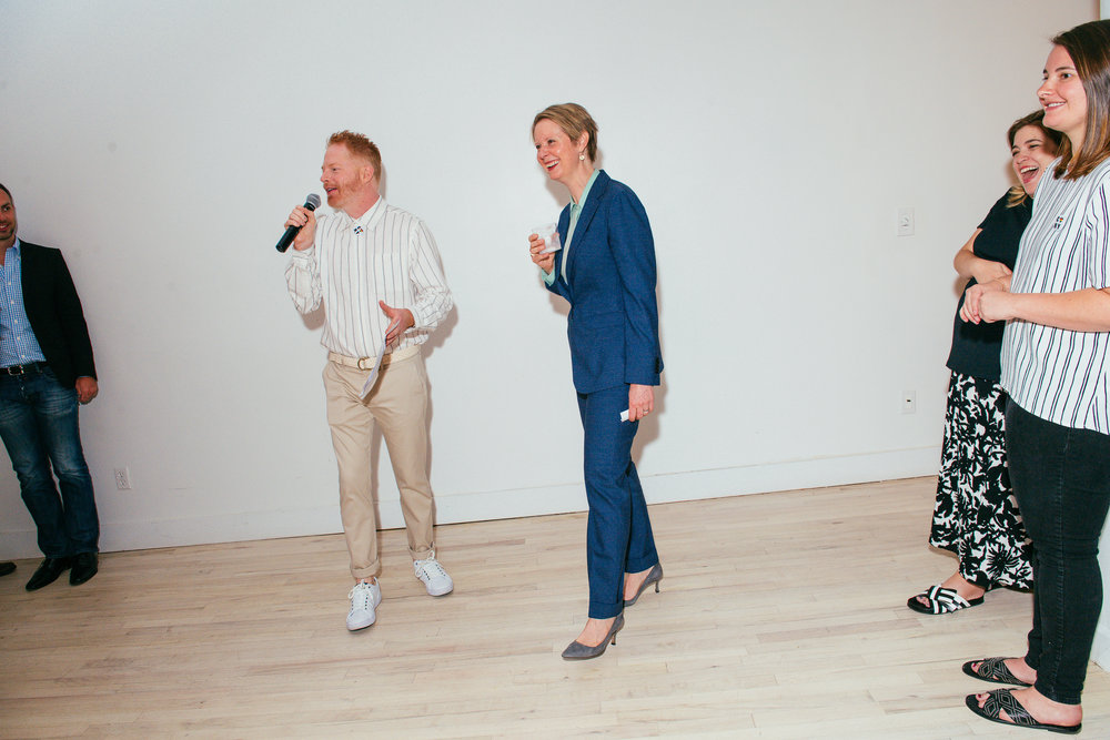 Jesse Tyler Ferguson introduces Cynthia Nixon