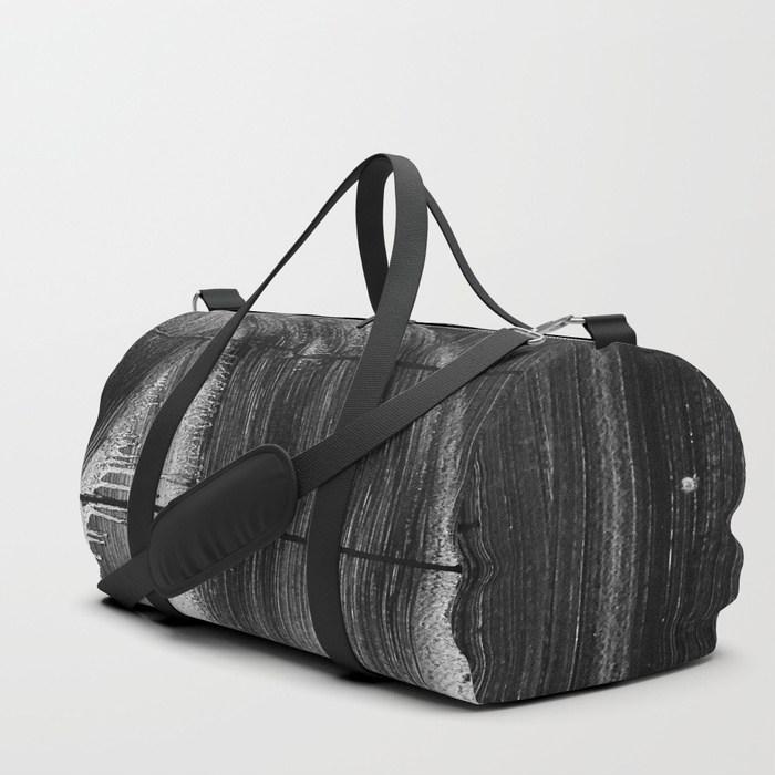 streaks-on-the-wall-02-duffle-bags.jpg
