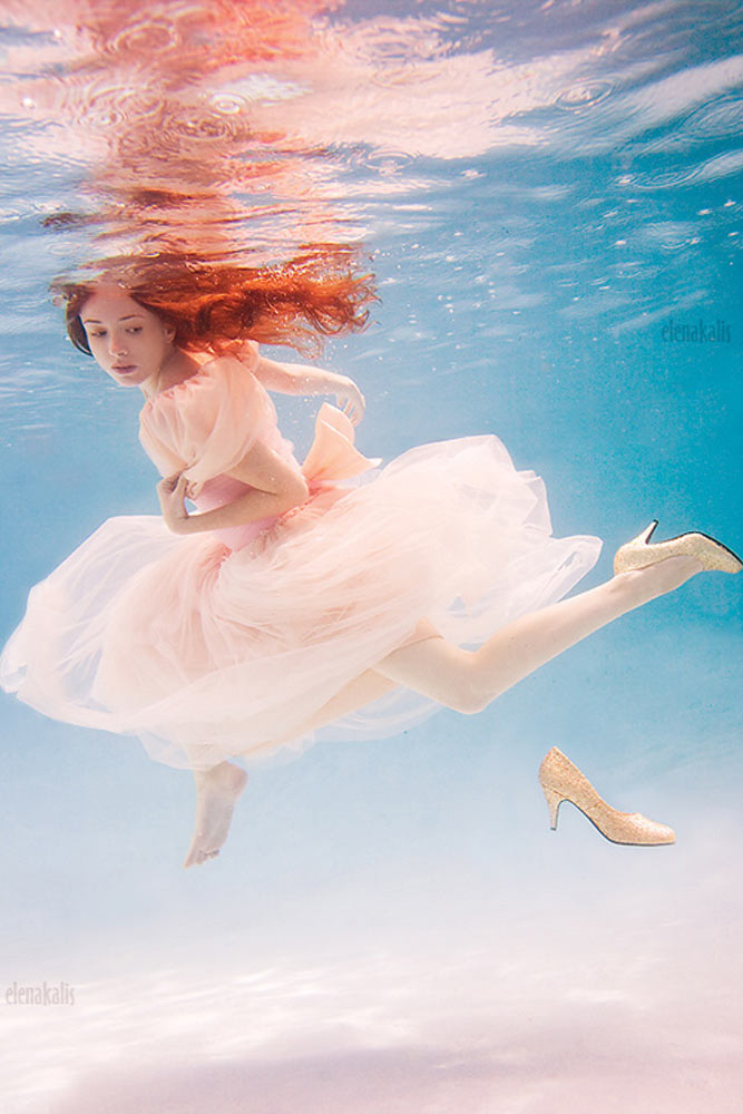 beautiful-women-underwater-photography-8.jpg