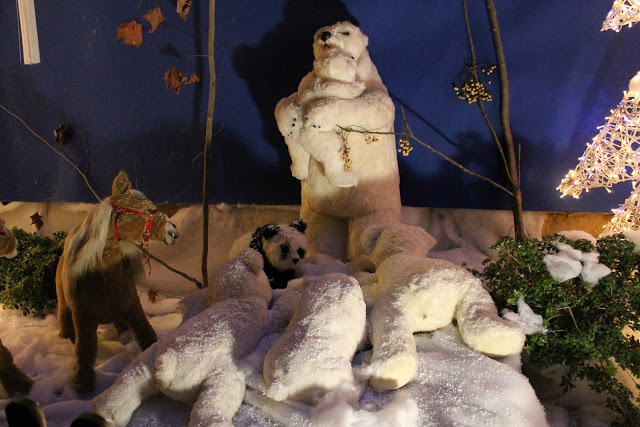 Christmas Land in Murcia. Polar Bears I get. The Panda Bear...not so much. There was also a clown among other randomness..