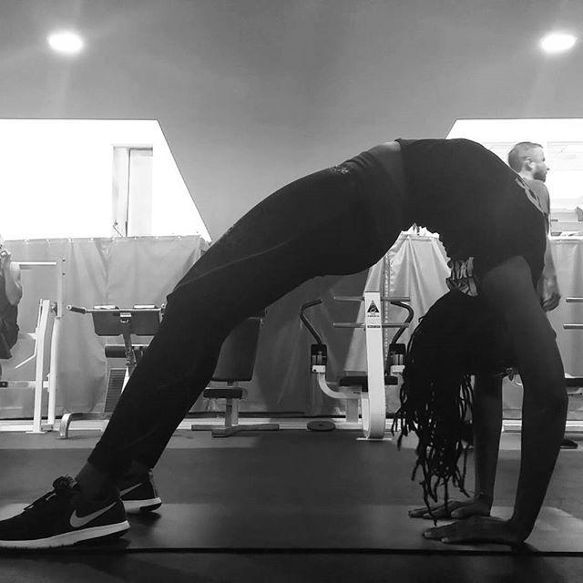 Press. Breathe. Lengthen. #backbends  #flexibilitytraining #bendyback #goalsongoalsongoals