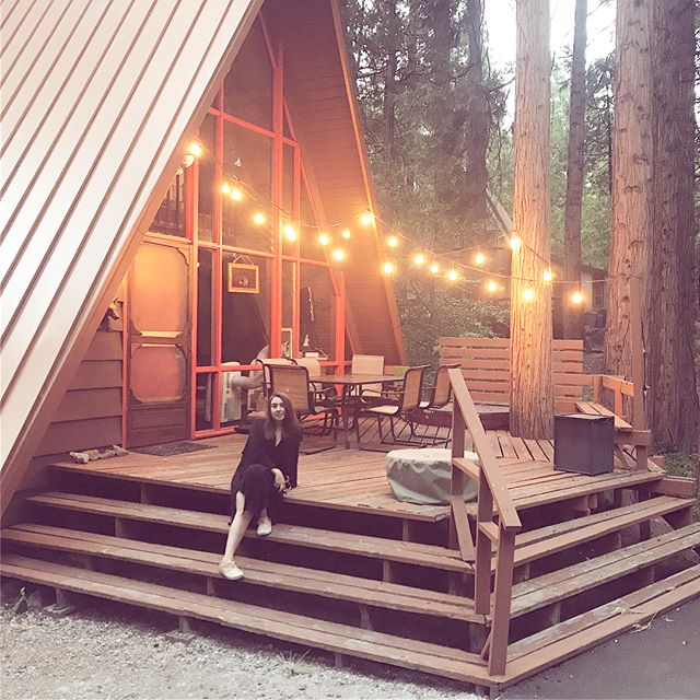 """Many of you asked about the lovely cabin we stayed in last weekend. Check it out and go! You'll have a lovely time, I know it. Great bird watching and the cutest mountain town. Eat at Tommy's Kitchen and get the """"sennen rosti"""" experienceidyllwild.com  #idyllwild #cabinlove"""