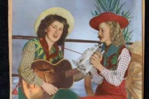IMAGE: AUSTRALIAN COUNTRY SWEETHEARTS RITA AND MARY SCHNEIDER (SUPPLIED)
