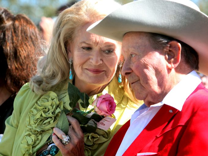 "Lynn Anderson, left, singer of the famous song ""(I Never Promised You A) Rose Garden,"" offers Little Jimmy Dickens a rose at the dedication of the Nashville Music Garden in Hall of Fame Park on Sept. 29, 2009.  Dipti Vaidya / The Tennessean"