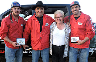 2015 Battle Of the North Champions Keddies Tack & Western Wear Outfit (L-R): Outrider Chance Flad, Driver Luke Tournier, Dawson Creek Exhibition President Connie Patteron Presenting, . Outrider Quaid Tournier Photo By Billy Melville