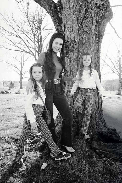Lynn with twins Peggy (left) and Patsy in Hurricane Mills, Tenn., in 1972.Michael Mauney/The Life Picture Collection/Getty Images