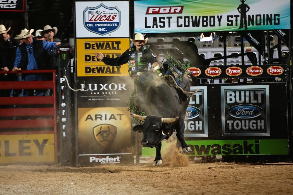 JB Mauney on Cochise... Photo by Andy Watson, Bullstock