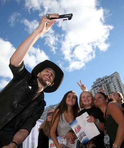 Country star Brett Kissel takes a selfie with fans as he arrives for the Canadian Country Music Awards at Budweiser Gardens in London, Ont. on Sunday September 11, 2016. Craig Glover/The London Free Press/Postmedia Network