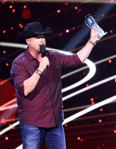 Gord Bamford accepts the award for album of the year at the Canadian Country Music Association Awards at Budweiser Gardens in London, Ont. on Sunday September 11, 2016. Craig Glover/The London Free Press/Postmedia Network