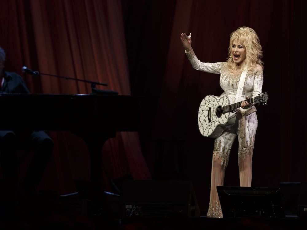 Dolly Parton performs at Rogers Place in Edmonton, Alberta on Saturday, September 17, 2016. Ian Kucerak / Postmedia IAN KUCERAK /  POSTMEDIA