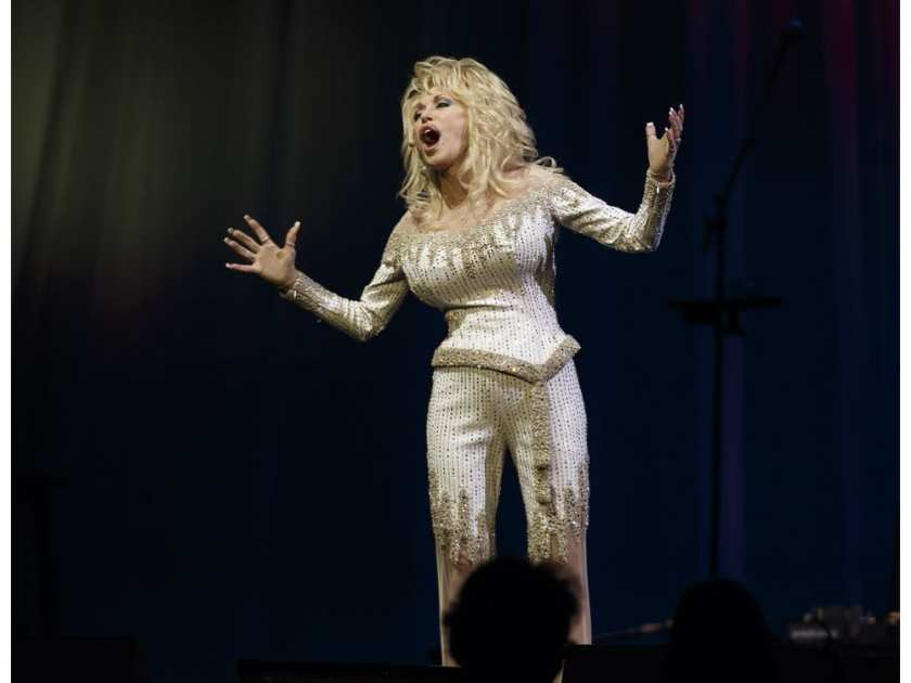 Dolly Parton performs at Rogers Place in Edmonton, Alberta on Saturday, September 17, 2016. Ian Kucerak / Postmedia IAN KUCERAK KUCERAK, IAN /  IAN KUCERAK/POSTMEDIA