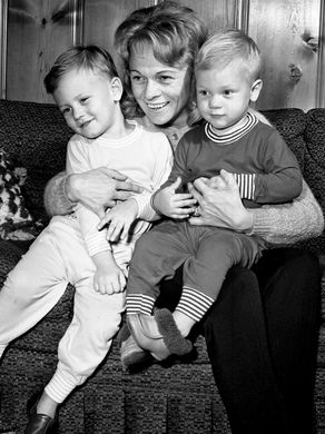 Jean Shepard, widow of Hawkshaw Hawkins, is building the future for her two small sons, Don Robin, left, and Harold Franklin II, shown here Nov. 2, 1964, by taking to the performance circuit. She was booked to sing in shows throughout the South for the next month. Photo by Frank Empson - The Tennessean