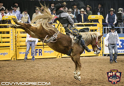 Jake Vold - 89.5 on Flying U Rodeo's Lil Red Hawk - Covy Moore photo