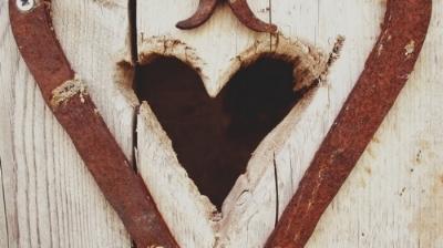 heart-wooden-door-entrance-outdoor-160763.jpeg