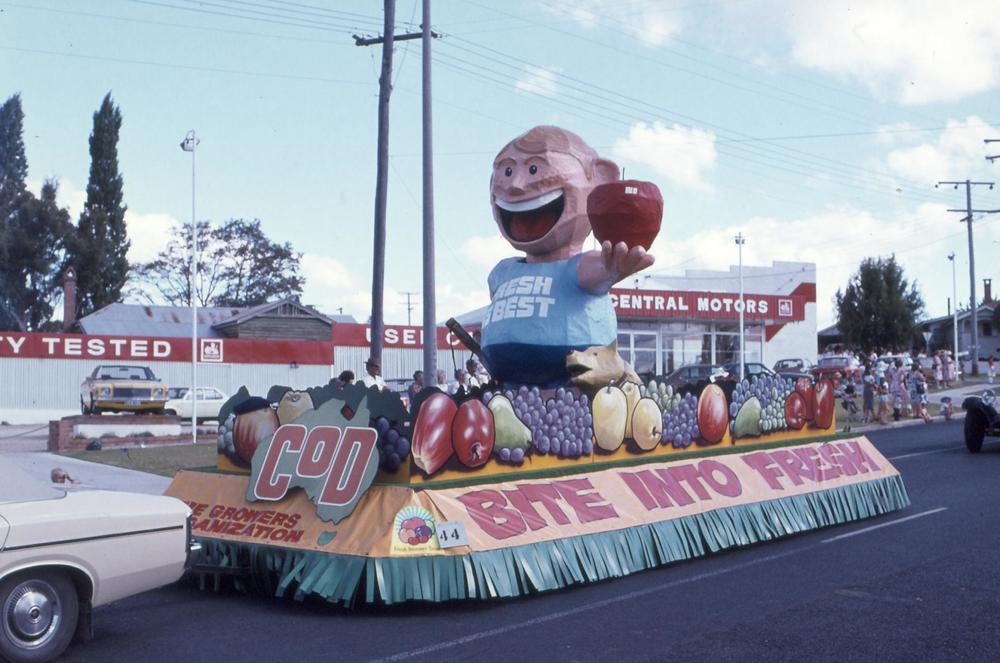 Apple & Grape 1980 028 - Bob Swaine.jpg