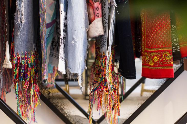 Hoja Santa boutique busca talento a nivel internacional y ofrece a sus clientes las grandes alternativas y propuestas de diseñadores alrededor del mundo. -