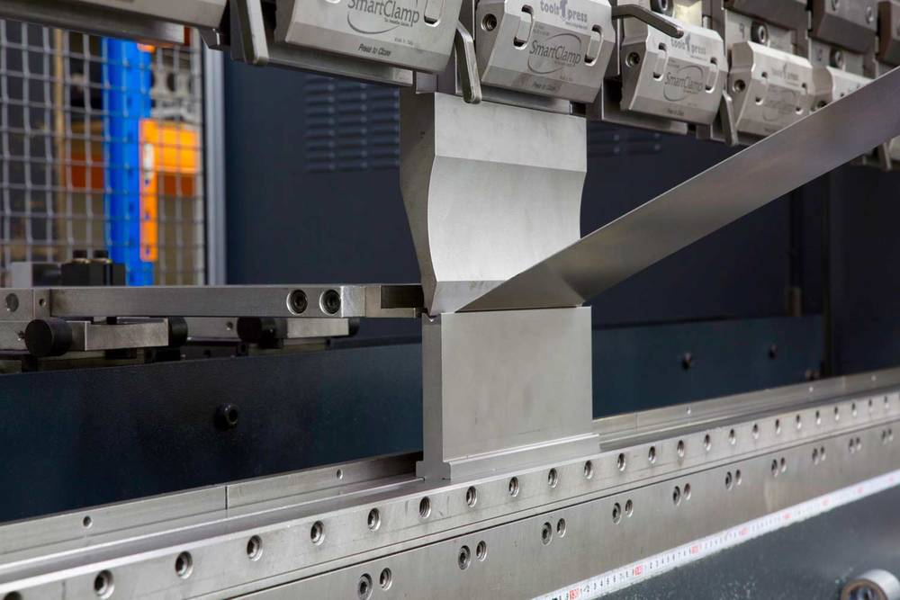 Press brake bending metal component
