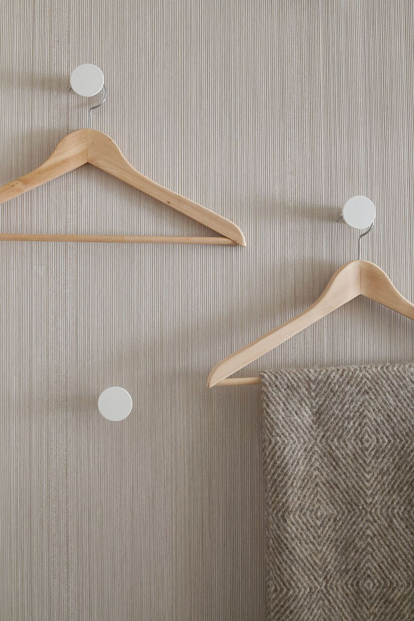 Wooden wall hangers / We mixed custom-made design with items sourced from HEMA and IKEA.
