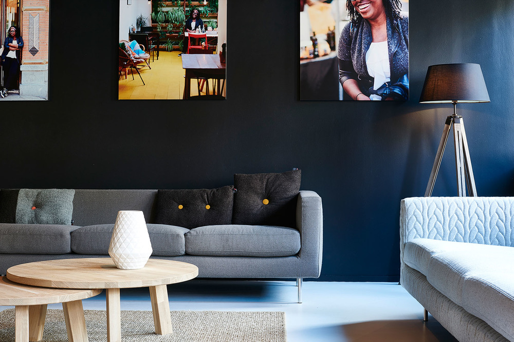 Xadrya's lounge / Much like you would see in a Dutch home, we mixed design classics by Lensvelt and Moooi with everyday design from Hema and the items we designed ourselves for Good Hotel.