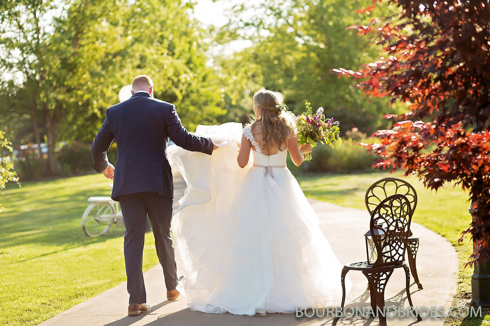 bride-groom-castle-hill-winery-wedding.jpg