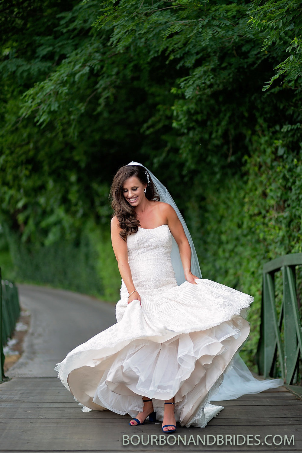 lexington-kentucky-wedding-bride-dancing.jpg