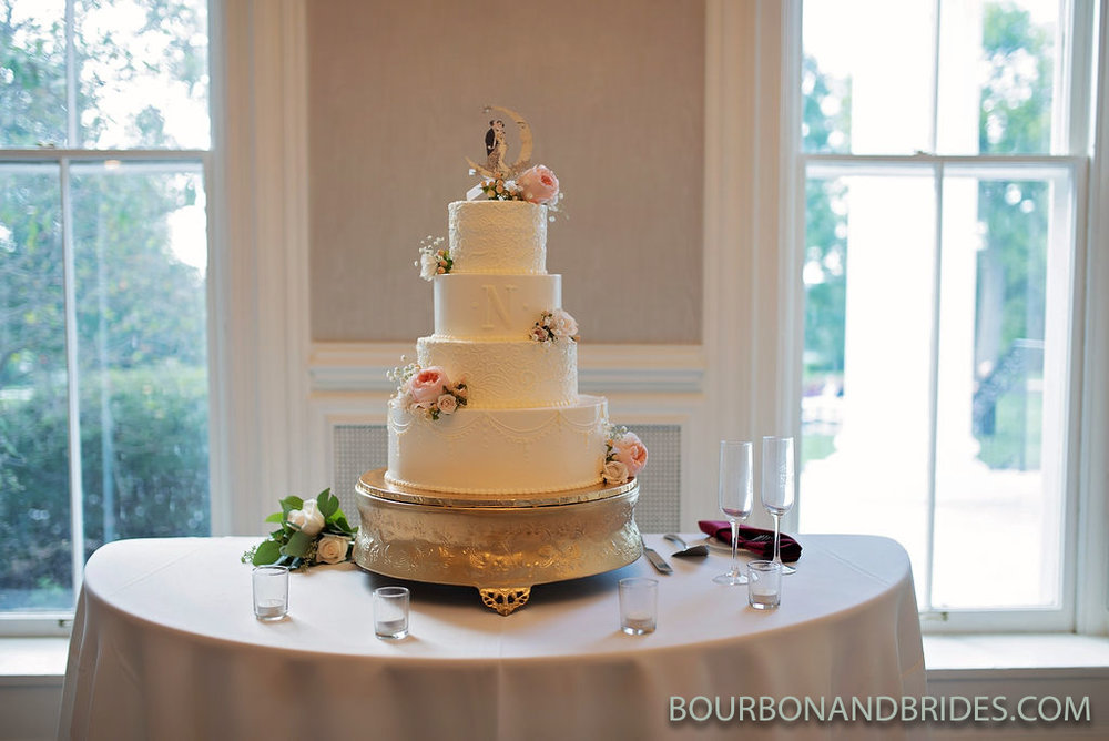 Griffin-Gate-Wedding-cake.jpg