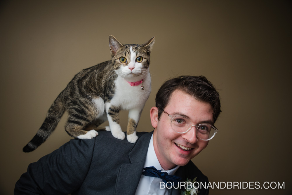 Cincinatti-wedding-groom-cat.jpg