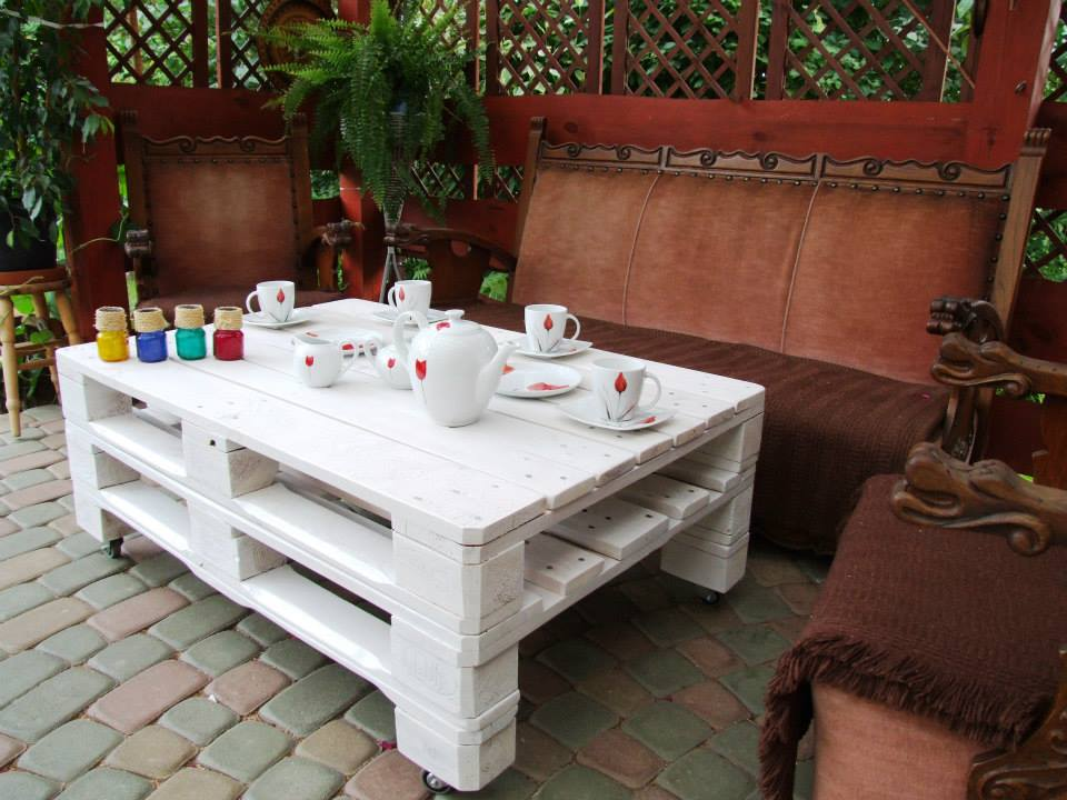 stacked-pallet-white-coffee-table.jpg