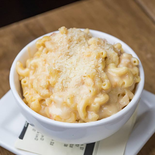 BACON Mac & Cheese = The ultimate comfort food! 🥓🧀 #macandcheese #macncheese #baconlovers #ktown #dtla #losangeleseats #zagat #feastagram #foodandwine #infatuationla #foodgasm #eaterla #foodography #beautifulcuisines #instayum #laeats #heresmyfood #foodcoma #eattheworld #dinela #forkfeed #vscofood