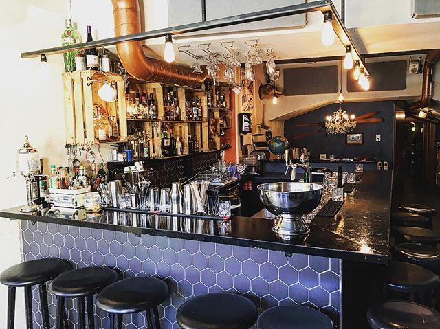 Bar fast ready, Franco 100% ready! Morgen gehts looooos! DJ Fleischkäs dreht auf! 🎵🎶🎵 #bar #arosa #ski #apresski #winter2018 #winter2019 #welovearosa