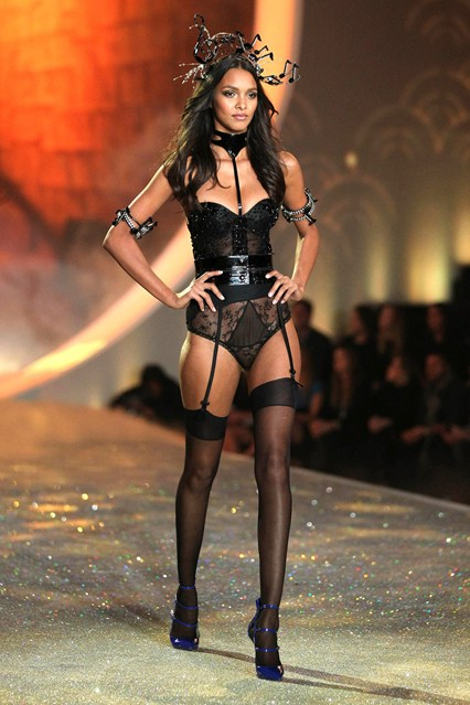 victorias-secret-vogue-57-14nov13-rex_426x639