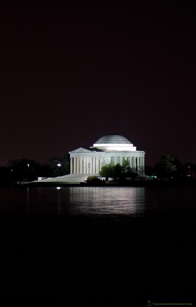 Jefferson-memorial-at-night.jpg