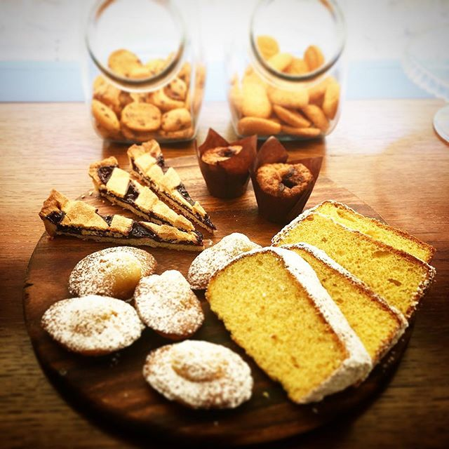 Our homemade sweet production for your breakfast: blueberry tart, madeleine, chiffon cake, muffins and cookies . . . #hotelsanfrancescoroma #hotelsanfrancesco #trastevere #rome #breakfast #breakfastinrome #chiffoncake #cookies #madeleine #muffin #blueberrytart #bakery #hsfrome