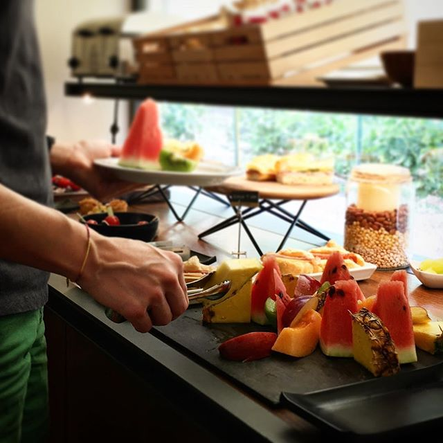 Fresh fruit 🥝🍉🍎🍏🍍🍇🍊 for an healthy breakfast 😉 . . . #hotelsanfrancescoroma #hotelsanfrancesco #hsfrome #trastevere #breakfastinrome #breakfast #freshfruit #healthybreakfast #romanholiday