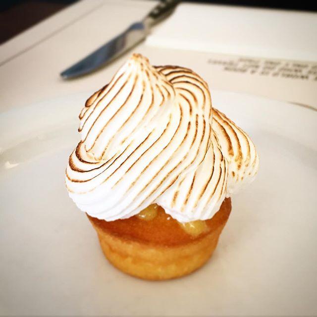 Tarte Cîtron Cupcake 😍 . . . #hotelsanfrancescoroma #trastevere #hotelsanfrancesco #hsfrome #breakfastinrome #breakfast #cupcakes #tartecitron
