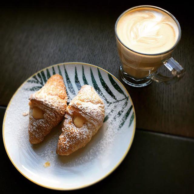 #goodmorning #hotelsanfrancesco #hotelsanfrancescoroma #hsfrome #trastevere #breakfastintrastevere #caffelatte #croissant