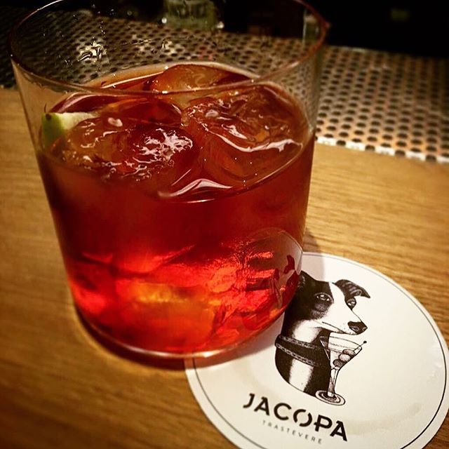Our cocktail bar @jacopa.it is waiting for you before and/or after dinner  #hotelsanfrancesco #hotelsanfrancescoroma #hsfrome #jacopa #trastevere #drink #cocktails #mezcalnegroni