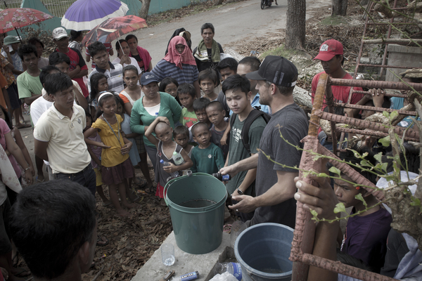 water for waves relief philippines_typhoon_haiyan8.jpg