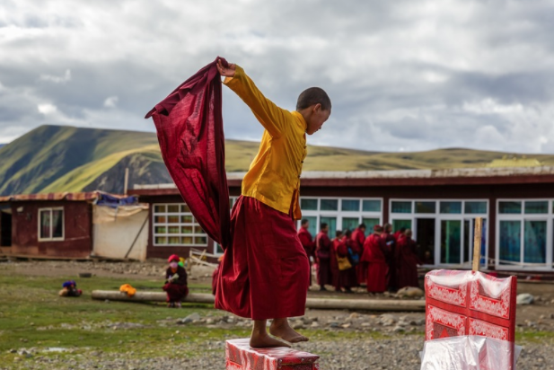 Young monks taking a break from daily classes at Yarchen.